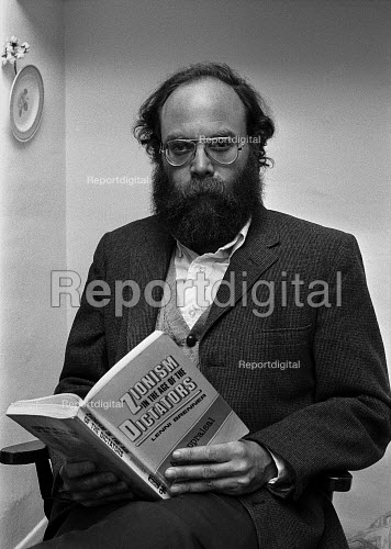 Lenni Brenner, London 1983. the American Jewish activist and writer with his book 'Zionism in the Age of Dictators' which alleged that Zionist leaders collaborated with fascism, particularly Nazi Germany, in order to increase the Jewish presence in Palestine - NLA - 1983-10-24