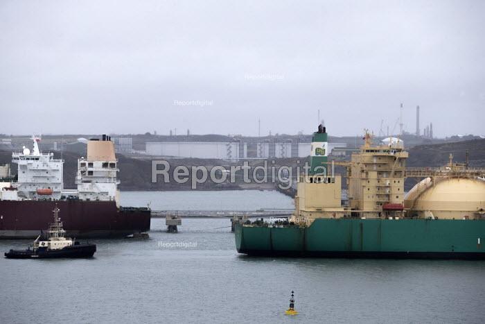 LNG Rivers tanker, South Hook LNG, Milford Haven, Pembrokeshire, Wales - John Harris - 2019-03-18