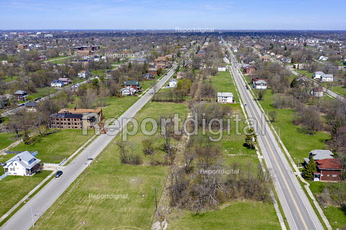 Detroit, Michigan, USA, Depopulation. Huge sections of vacant land in many Detroit neighborhoods. The city's population has fallen from 1.86 million in 1950 to an estimated 673,000 in 2017 - Jim West - 2019-04-22