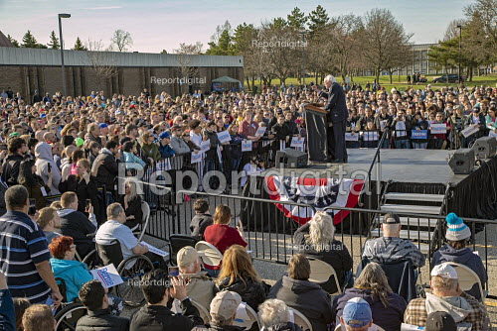 Warren, Michigan, USA, Bernie Sanders campaigning for President, Macomb County - Jim West - 2019-04-13
