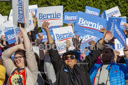 Warren, Michigan, USA, Supporters cheering, Bernie Sanders campaigning for President, Macomb County - Jim West - 2019-04-13