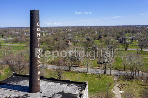 Detroit, Michigan, USA. Derilict Continental Motors plant which manufactured automobile and aircraft engines from 1911 until 1965. Most of the plant has been demolished but the distinctive smokestack remains - Jim West - 2019-04-22