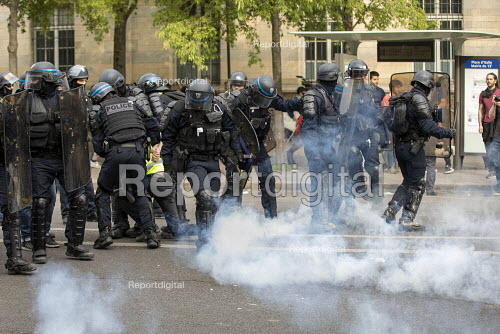 Paris, May Day, Riot police, Yellow Vest and trade unions protest, International Workers Day, France - Jess Hurd - 2019-05-01