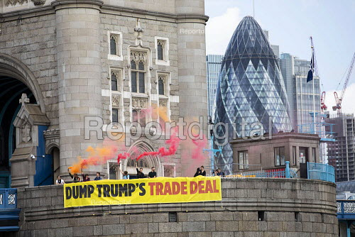 Global Justice Now Dump Trump's Trade Deal banner drop, Tower Bridge, London as his state visit begins. A free trade deal between the USA and the UK is likely to include all the elements of the earlier trade negotiations between the EU and the US on TTIP - Jess Hurd - 2019-06-03