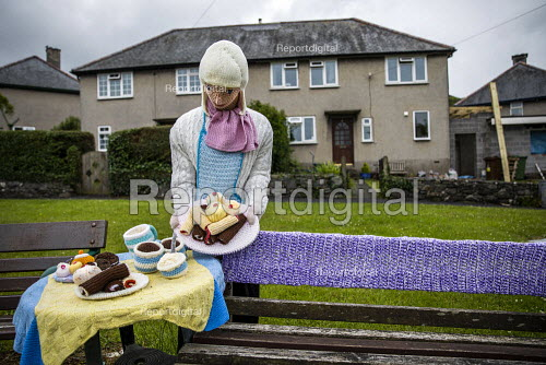 Cafe, Yarn bombing or guerrilla knitting in Llwyngwril, the quirky little Welsh village knits creations through the winter as a community project to decorate the village in the summer months, Cambrian Coast, Snowdonia National Park. - Jess Hurd - 2019-06-25
