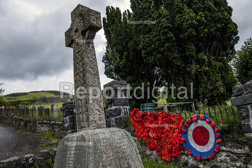 World War Memorial poppies, Yarn bombing or guerrilla knitting in Llwyngwril, the quirky little Welsh village knits creations through the winter as a community project to decorate the village in the summer months, Cambrian Coast, Snowdonia National Park. - Jess Hurd - 2019-06-25