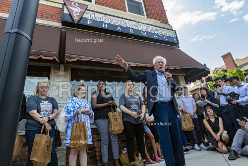 Ontario Canada: Medicare For All campaign Bernie Sanders speaking outside the Olde Walkerville Pharmacy. Sanders organized a bus trip from Detroit for Americans to buy insulin in Canada as part of his Medicare For All campaign. The cost of the life saving drug in Canada can be about a tenth of the American price. - Jim West - 2019-07-28