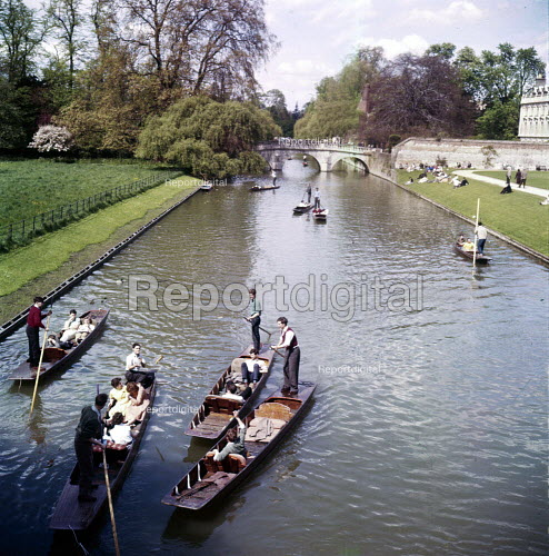 University students punting on the River Cam, Kings College, Cambridge 1958 - Kurt Hutton - 1958-06-09