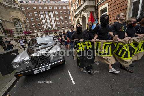 LAFA London Anti Fascist Assembly against Free Tommy Robinson protest, London. Passing a Daimler Limousine wedding car - Jess Hurd - 2019-08-03