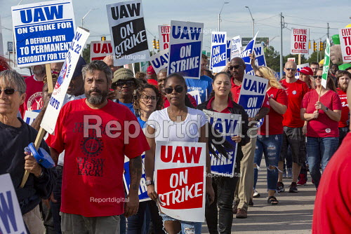 Detroit, Michigan, USA: Striking UAW workers picketing the GM Detroit-Hamtramck Assembly Plant. It is one of those that GM says it will close. The main issues in the strike include plant closures, low wages and the two-tier pay structure - Jim West - 2019-09-25