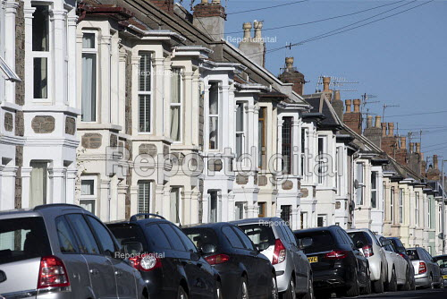 Terrace period housing and parked cars, Bristol - Paul Box - 2018-10-22