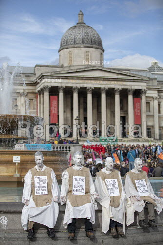 Extinction Rebellion performers, climate activists defy the police ban on London protest. Save our Planet: Save our right to peaceful protest. Trafalgar Square. - Jess Hurd - 2019-10-16