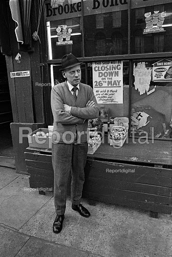 Greengrocer closing down, Islington, London 1972. Danny Doolan closing his shop due to competition from new supermarkets - Martin Mayer - 1973-05-30