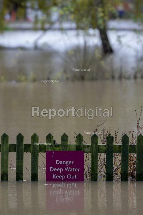 Warning sign, Floods, Stratford upon Avon, Warwickshire - John Harris - 2019-11-15