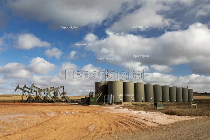 North Dakota, USA, Oil production, Bakken shale formation. Nodding donkeys - Jim West - 2019-11-06