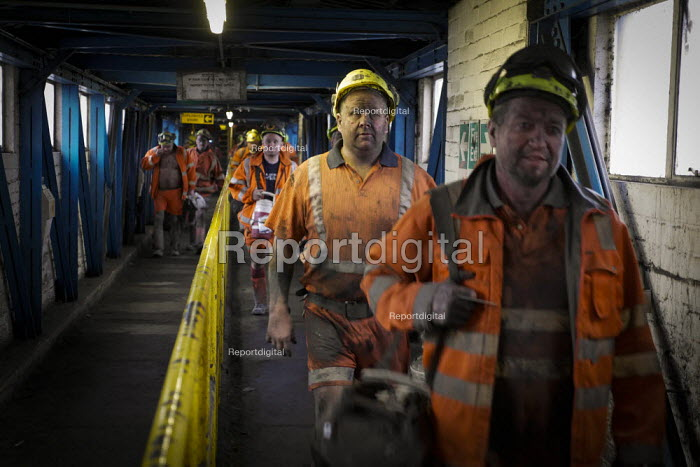 Miners coming off shift at Kellingley Colliery. Knottingley near Pontefract, Yorkshire.The last deep coal mine is scheduled to be closed in December 2015 bringing the deep coal mining industry to an end in the UK. - Mark Pinder - 2015-12-03