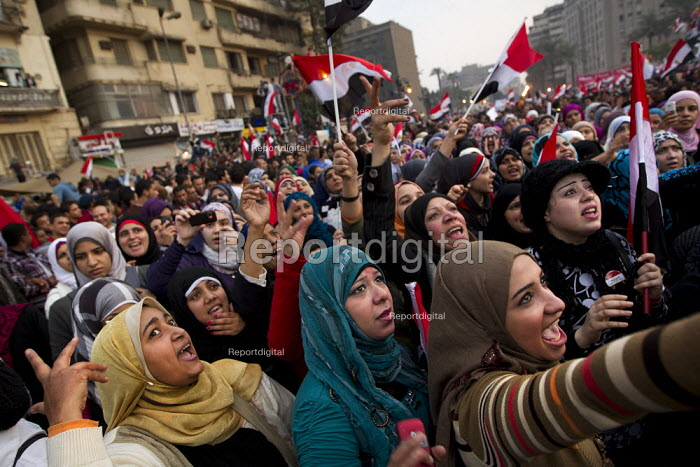 Cairo, Egypt. Women protest in large numbers after a series of sexual assaults on female journalists. Martyrs Day in Al-Tahrir (Liberation Square). Uprising against the military - Jess Hurd - 2011-11-25