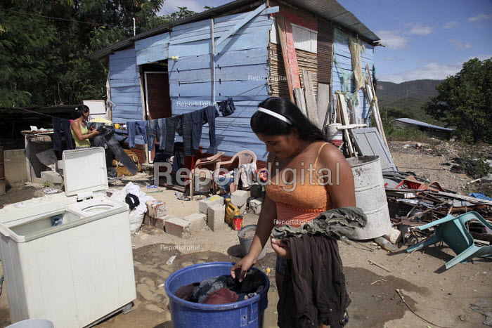 A young idp washing clothes in front of her family shelter in a poor neighbourhood of the city of Cucuta, on the border with Venezuela. The deteriorating security situation in the region on the border has led to more than 15000 seeking refuge in the neighbouring country - Boris Heger - 2010-05-26