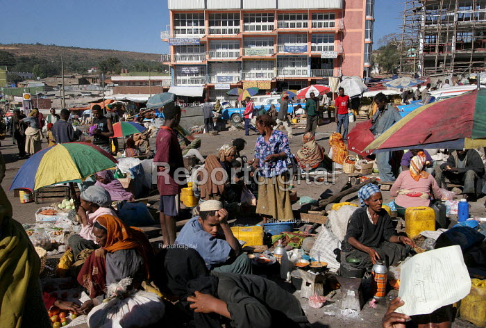 General view of the market of the city of Harar, Ethiopia - Boris Heger - 2006-02-05