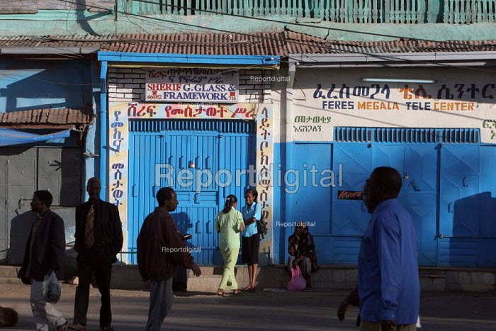 A scene in the streets of the coloured city of Harar, Ethiopia, February 2006. - Boris Heger - 2006-02-05