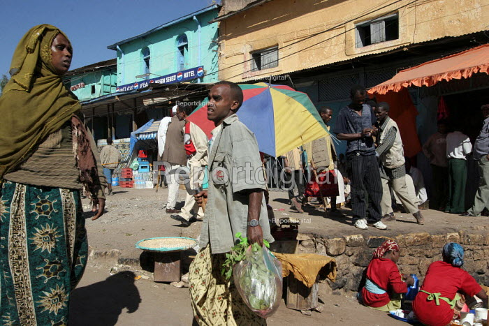 General view and street market in the city of Harar, Ethiopia - Boris Heger - 2006-02-06