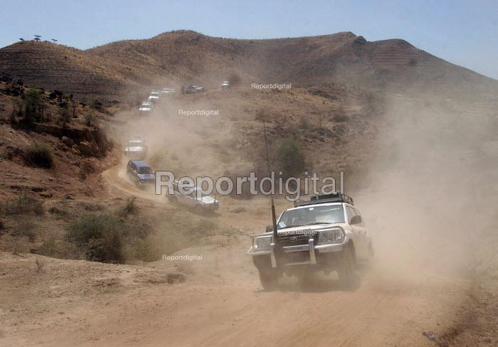 A United Nations vehicles convoy on the road near Nazret, Ethiopia, on Sunday, February 12, 2006. - Boris Heger - 2006-02-12