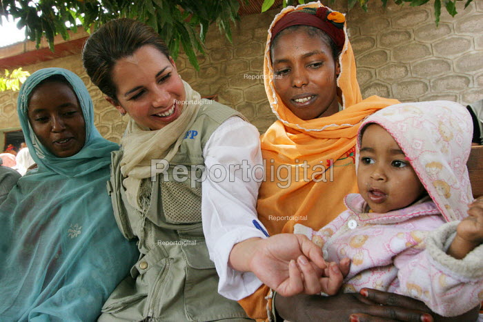 United Arab Emirates Princess and United Nations World Food Program Ambassador HRH Haya Bint Al Hussein, plays with a child whose mother is affected by AIDS at a specialized center, in Nazret, Ethiopia, on Sunday, February 12, 2006. Princess Haya Bint Al Hussein is on a one day tour to Ethiopia to promote World Food Program activities in the country - Boris Heger - 2006-02-12
