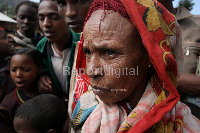An old woman amoungst other villagers, near Dire Dawa, Ethiopia, October 2005. - Boris Heger - 2005-10-26