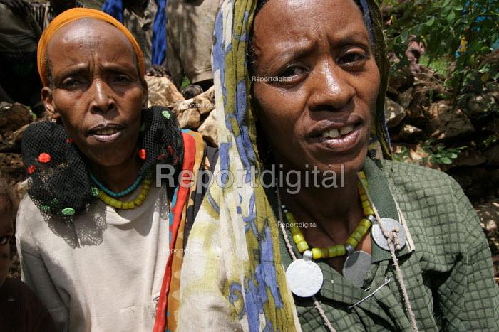 Traditionally dressed women, near Dire Dawa, Ethiopia, October 2005. - Boris Heger - 2005-10-26