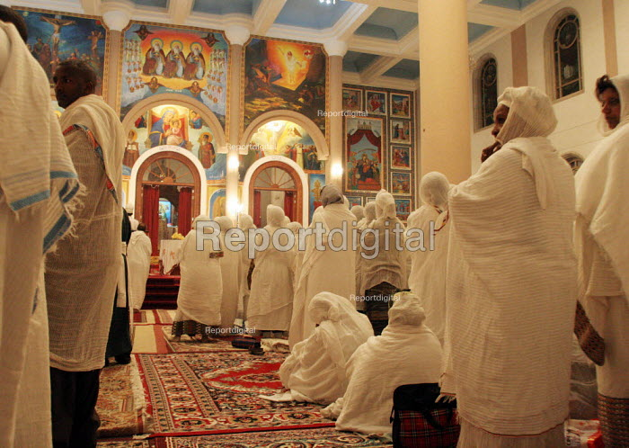 Fidels pray during the Christmas ceremony at the Beta Medhane Alem (Savior of the World) Church of Addis Ababa, the biggest orthodox church of the country, Ethiopia, December 2005 - Boris Heger - 2005-01-06