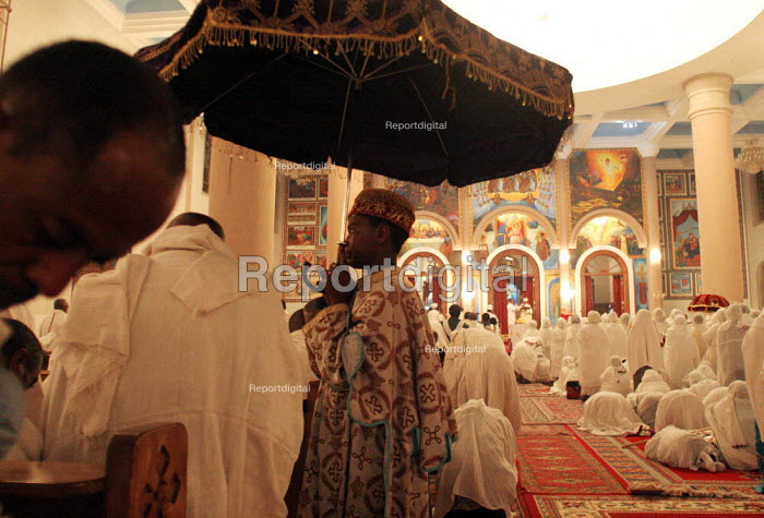 Fidels pray during the Christmas ceremony at the Beta Medhane Alem (Savior of the World) Church of Addis Ababa the biggest orthodox church of the country, Ethiopia, December 2005 - Boris Heger - 2005-01-06