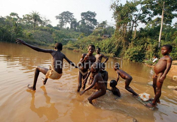 Children enjoy a bath in the river after heavy rain near Voinjama, near the border with Guinea, Lofa County, Liberia, February 2006. - Boris Heger - 2006-02-24
