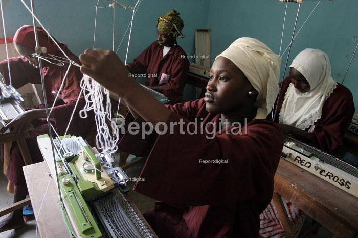 A young girl learns how to sew during a specialized workshop, Kaduna, Nigeria 2006. - Boris Heger - 2006-03-18