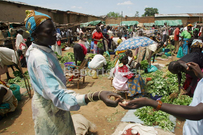 Local Dinka people at the market in Yei, South Sudan, April 2004. - Boris Heger - 2004-05-01
