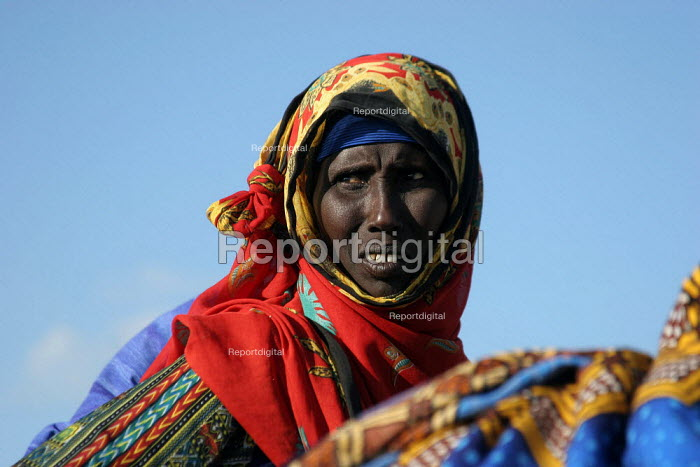 Old lady, Haafun, Somalia, January 2005. - Boris Heger - 2005-01-19