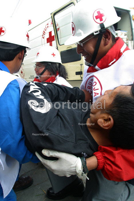 Bolivian Red Cross volunteers during a training exercise La Paz, Bolivia, August 2004 - Boris Heger - 2006-08-29