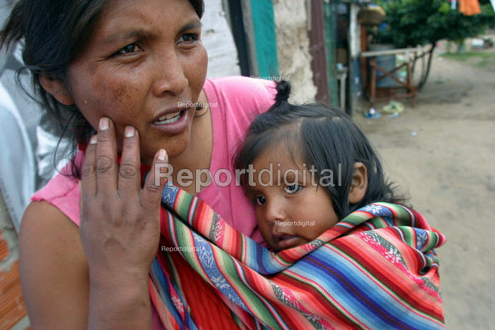 """Mother and child in a slum nicknamed """"Vietnam"""" by locals in reference to its poor infrastructure, Santa Cruz, Bolivia, August 2004 - Boris Heger - 2006-08-29"""