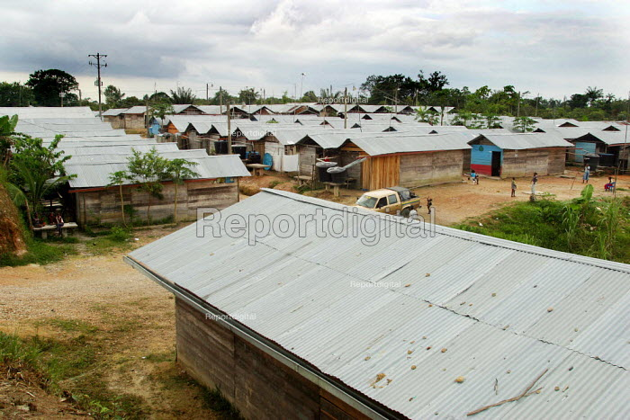 Displaced people accommodation center, in Quibdo, Choco region, Colombia, February 2004. There are an estimated 3 million people displaced by conflict with guerrilla groups. - Boris Heger - 2006-08-20