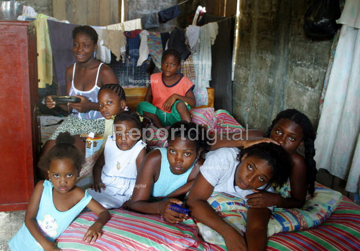 Six children of a displaced family on the bed of their shelter, in Quibdo, Choco region, Colombia, February 2004. There are an estimated 3 million people displaced by conflict with guerrilla groups. - Boris Heger - 2006-08-20
