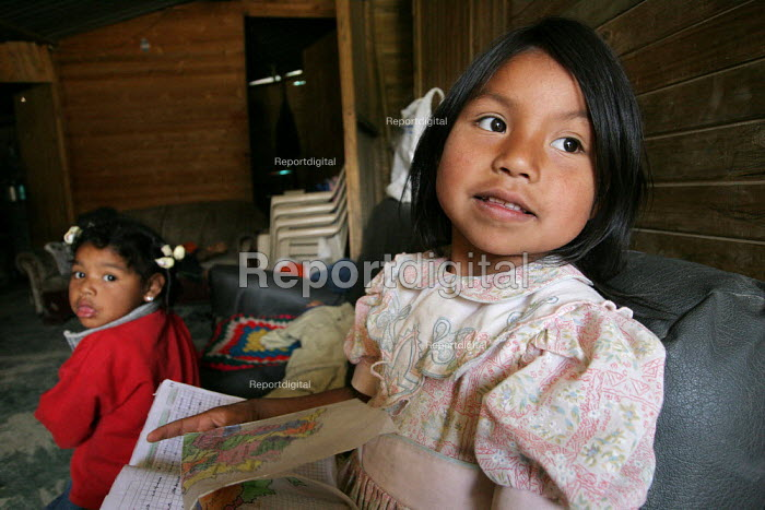 Displaced children in their shelter, in Los Altos de Cazuca, one of the worst slums in Bogota, Colombia, January 2006. There are an estimated 3 million people displaced by conflict with guerrilla groups. - Boris Heger - 2006-08-30