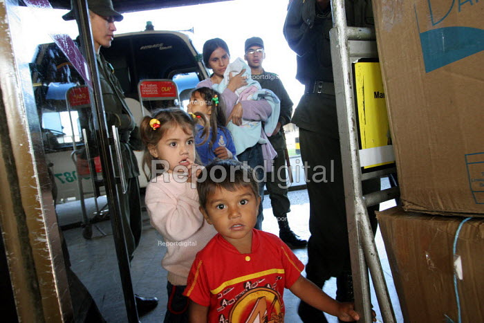 A displaced family arrive at the central bus station, where the displaced arrive day after day, Bogota, Colombia, January 2006. There are an estimated 3 million people displaced by conflict with guerrilla groups. - Boris Heger - 2006-08-30