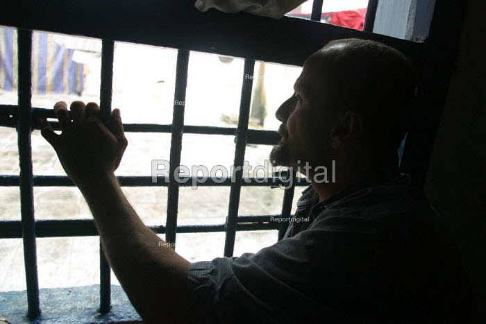Detainee in his cell at the central jail, Quibdo, Colombia, August 2004. - Boris Heger - 2006-08-30