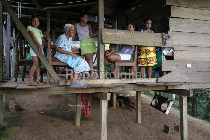 A Colombian refugee family stand in front of their home, Yaviza, Darien region, Panama, January 2006. This region is very remote. - Boris Heger - 2006-08-30