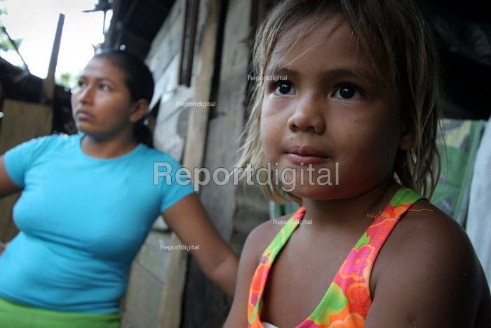 A Colombian refugee family stand in front of their home, Yaviza, Darien region, Panama, January 2006.This region is very remote. - Boris Heger - 2006-08-30