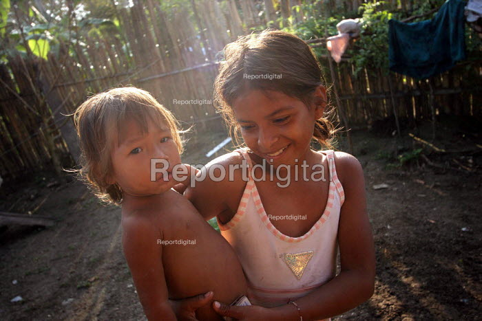 Colombian refugees stand in front of their their hut, El Real, Darien region, Panama, January 2006. This region is very remote. - Boris Heger - 2006-08-30