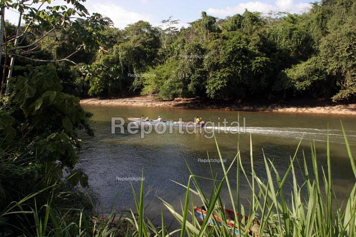 Pirogues on the Rio Tuira, near Boca de Cupe, Darien region, Panama, January 2006. This region is very remote. - Boris Heger - 2006-08-30