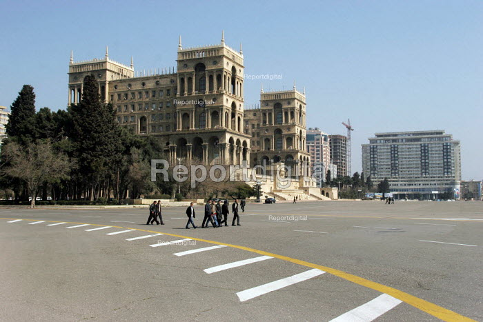 Dom Soviet, House of Soviets, Government House, architect Mikail Husseinov, mix of islamic and soviet architecture, Baku, Azerbaijan, 2005 - Boris Heger - 2005-03-16
