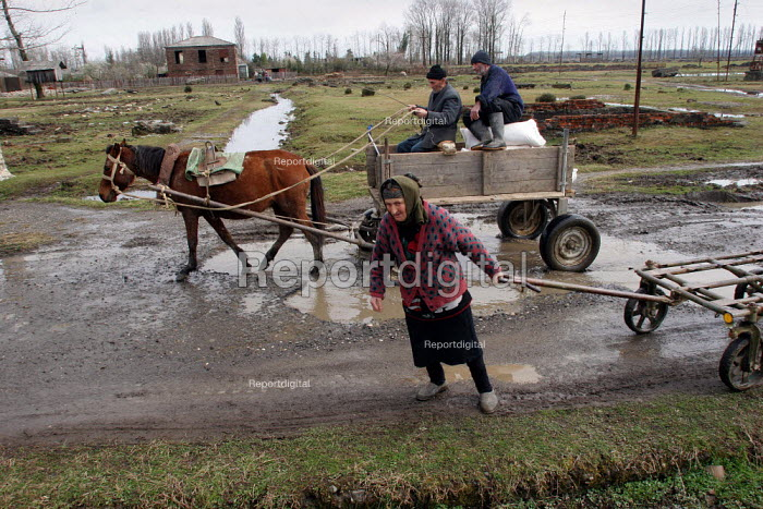 Farmers coming back from the market with their wooden carts, Chaladidi, Georgia, March 2005. - Boris Heger - 2005-03-10