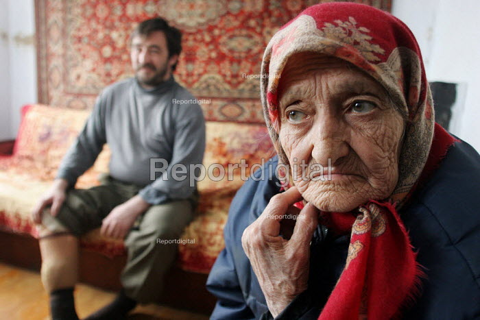 An war amputee and his mother at home, Grozny, Chechnya, March 2005. - Boris Heger - 2005-03-23