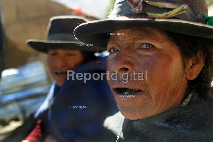 Villagers, Marccaraccay, in the region of Ayacucho, Peru, September 2004. - Boris Heger - 2004-08-29